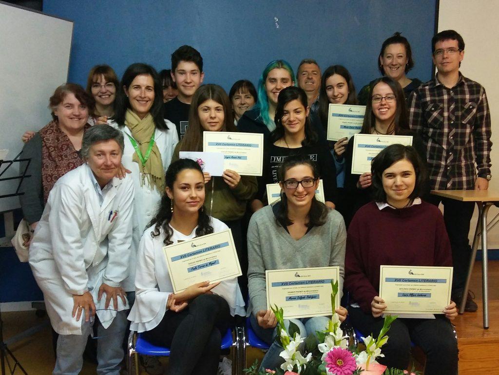 Premiadas del Certamen Literario con el profesorado del Departamento de Lengua Castellana