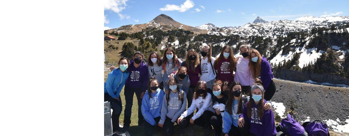 Alumnos y alumnas de 1º bachiller en el valle glaciar de Larra-Belagua.